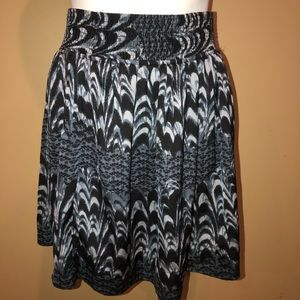 Skirt flow black white size Small